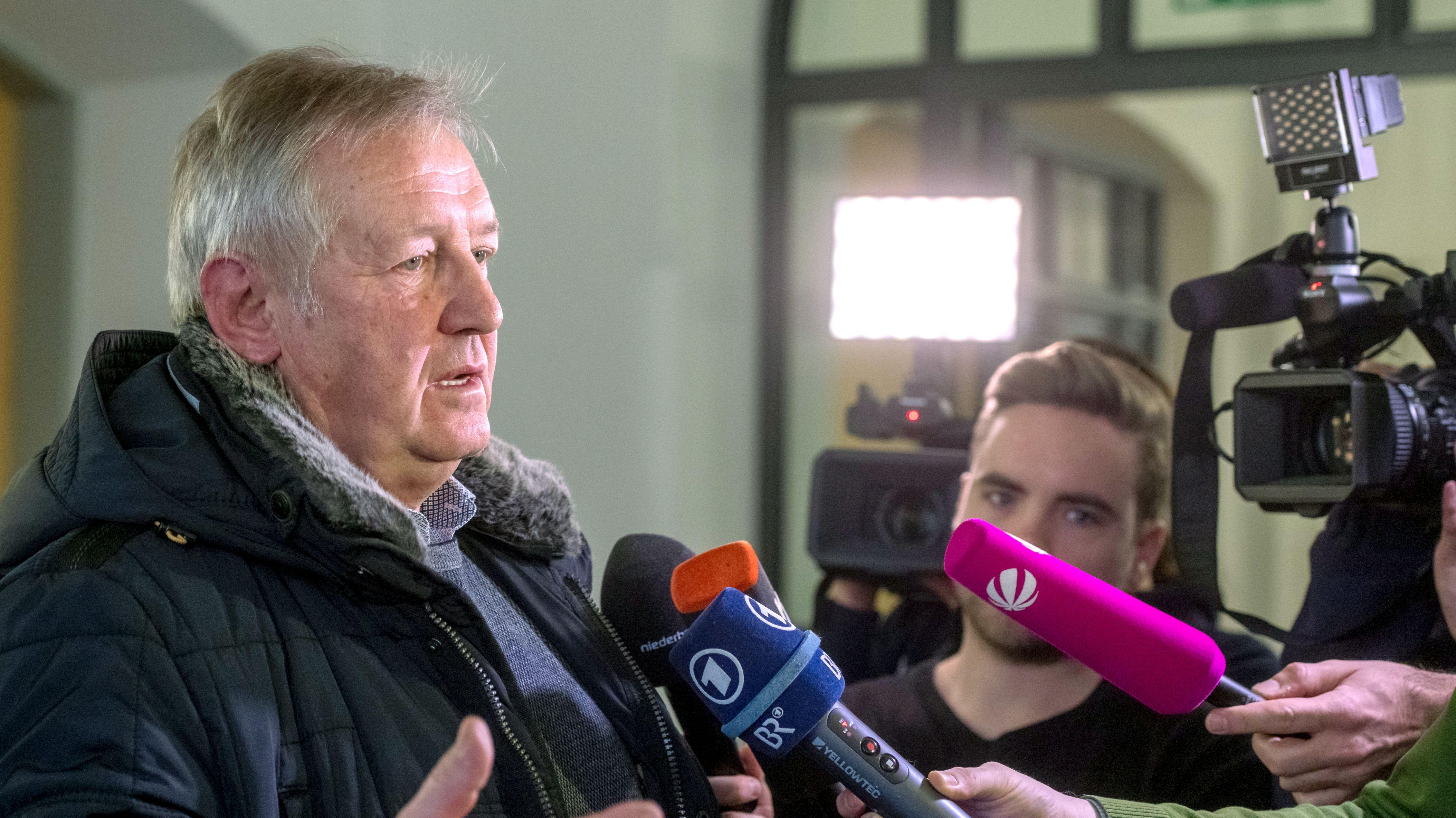 Der ehemalige Geiselhöringer Bürgermeister Bernhard Krempl beim Prozessauftakt im Januar. Jetzt muss er als Zeuge vor Gericht aussagen.