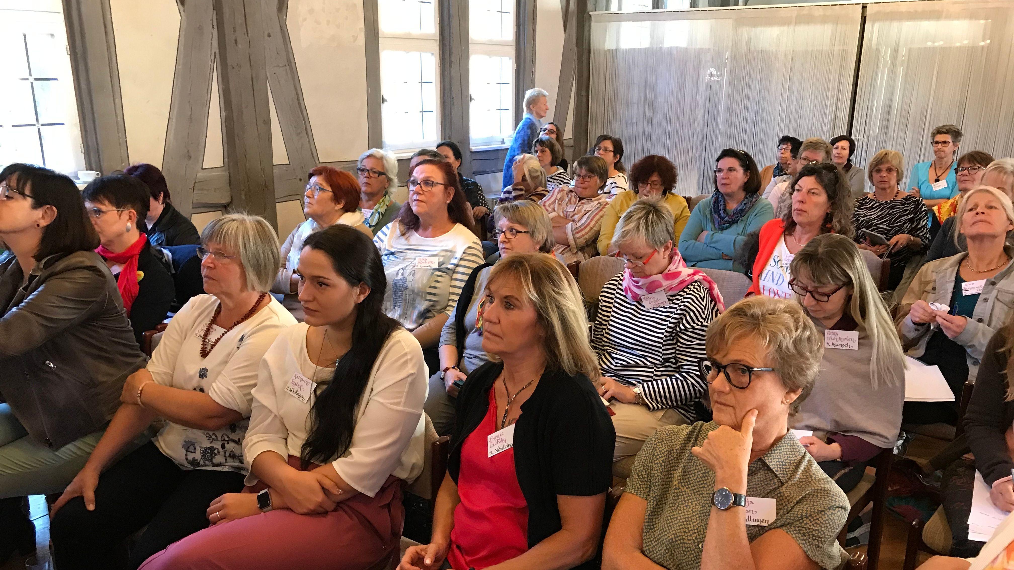 Vertreterinnen der komunalen Frauenliste bei der Tagung in
