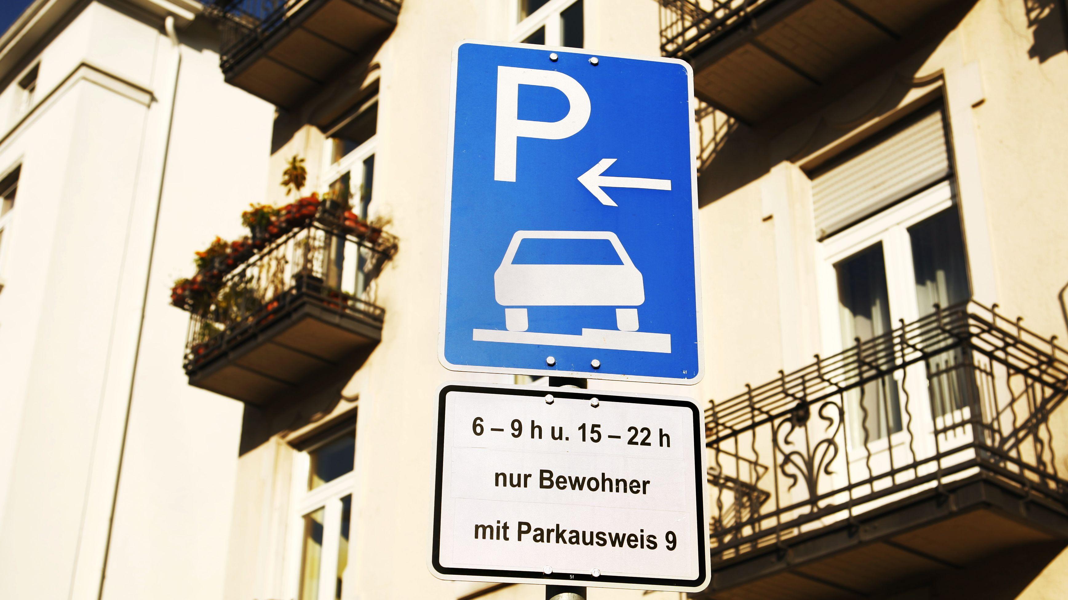 Schild für Bewohnerparkplätze