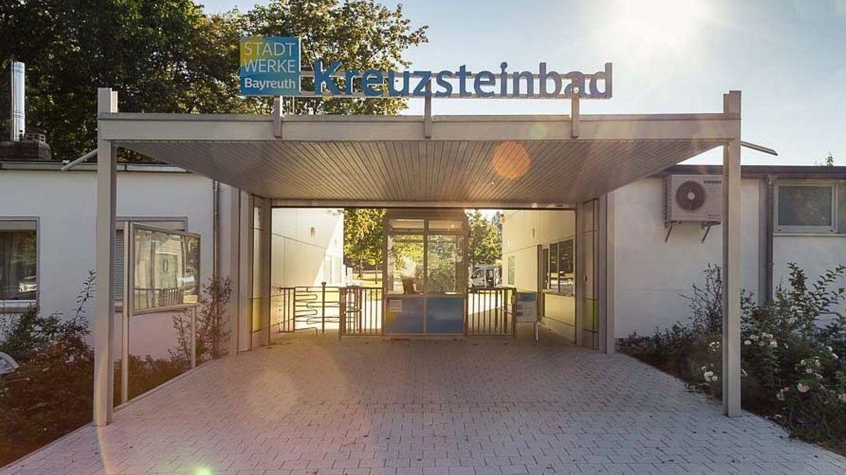 Der Eingangsbereich des Bayreuther Kreuzsteinbades