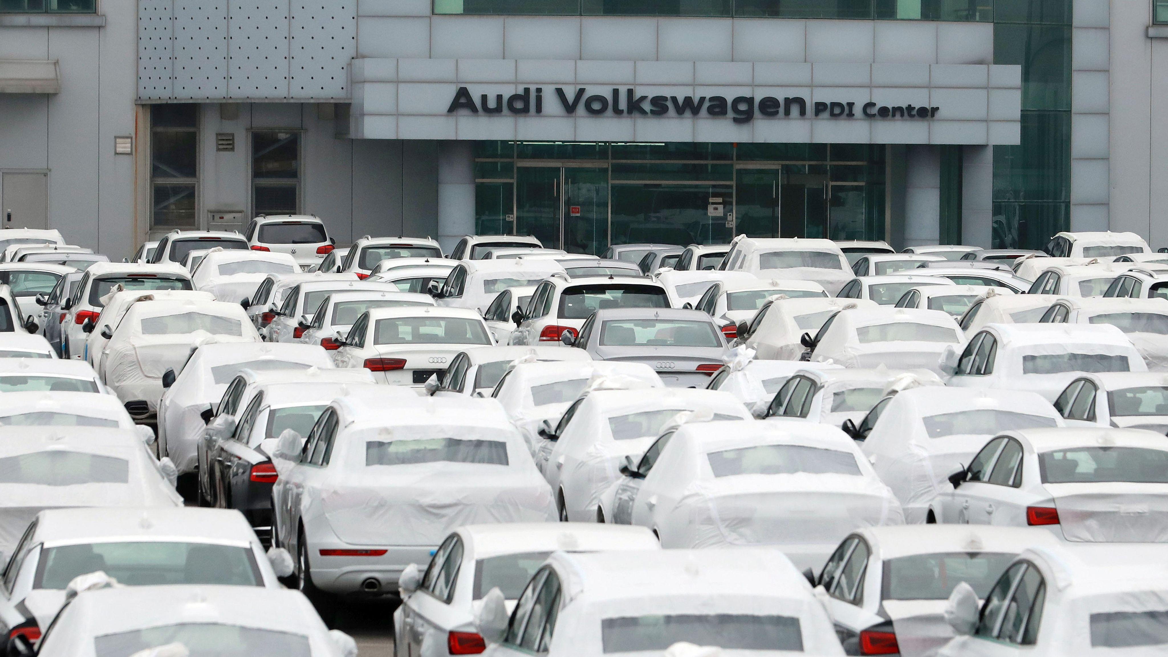 Volkswagen und Audi Fahrzeuge in Pyeongtaek, Südkorea, 2016