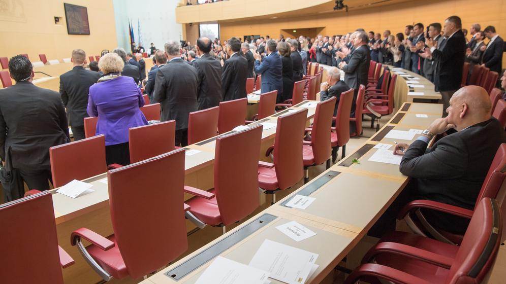 Diverse AfD-Abgeordneten haben den Gedenkakt des Bayerischen Landtags verlassen | Bild:picture-alliance/dpa