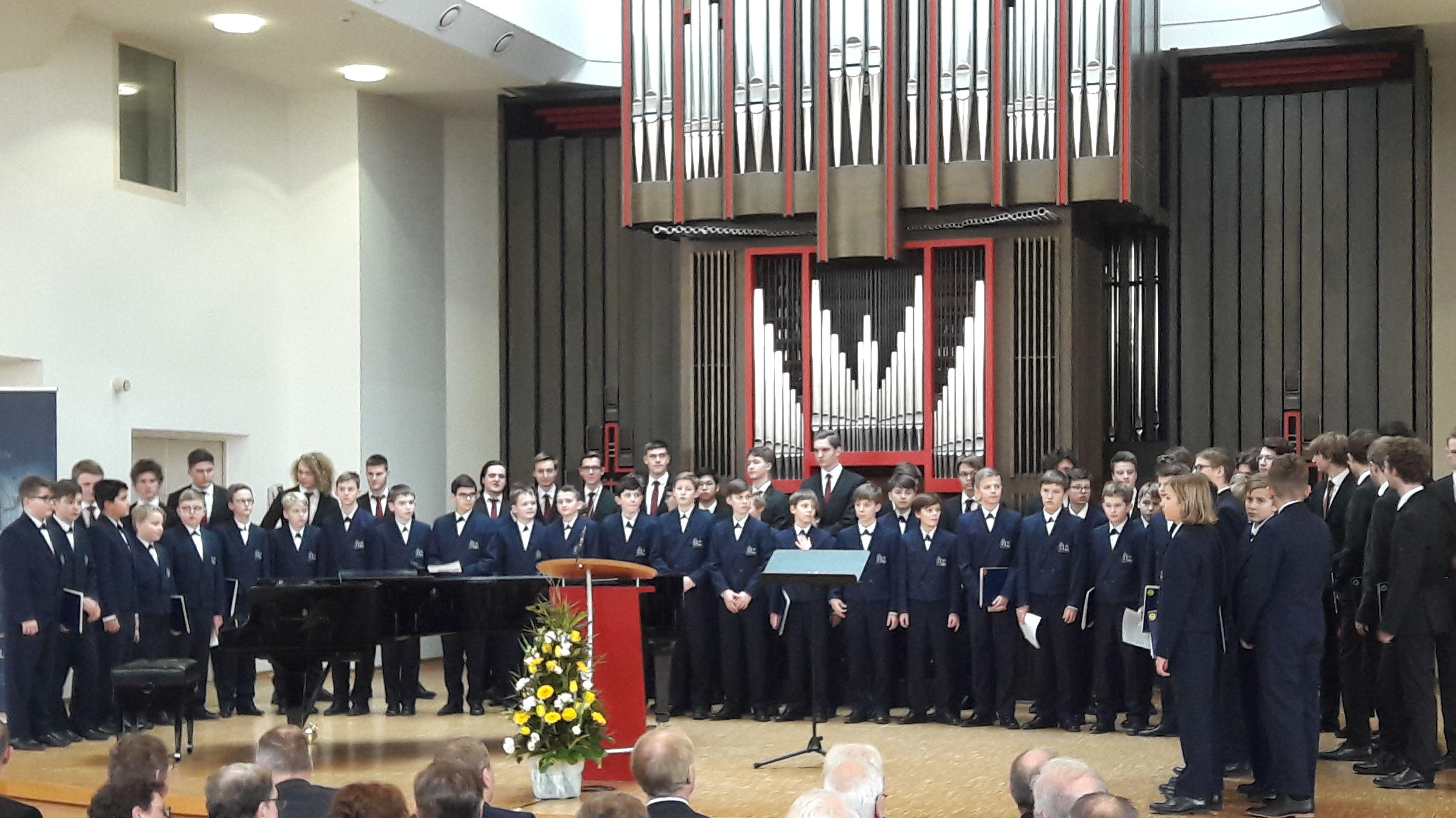 Eine Gesangseinlage der weltberühmten Domspatzen durfte bei der offiziellen Einweihung des Gebäudes nicht fehlen.