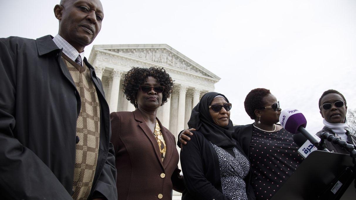 Familie und Opfer der Anschläge auf US-Botschaften in Kenia und Tansania