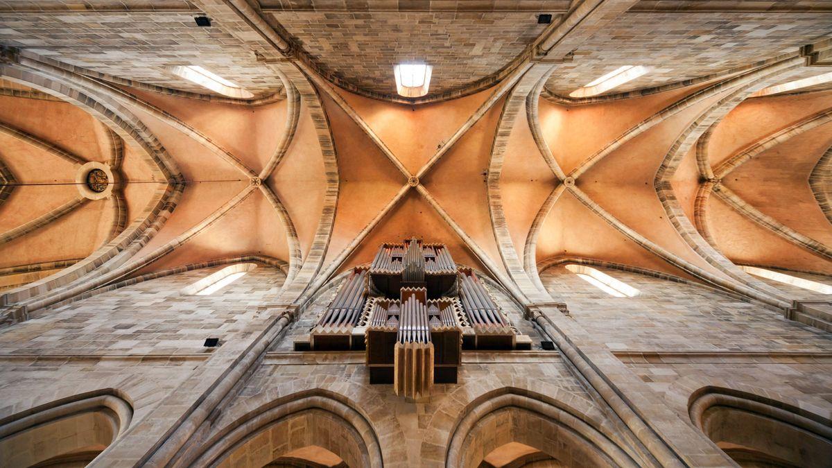 Der Blick hinauf ins Gewölbe des Bamberger Doms