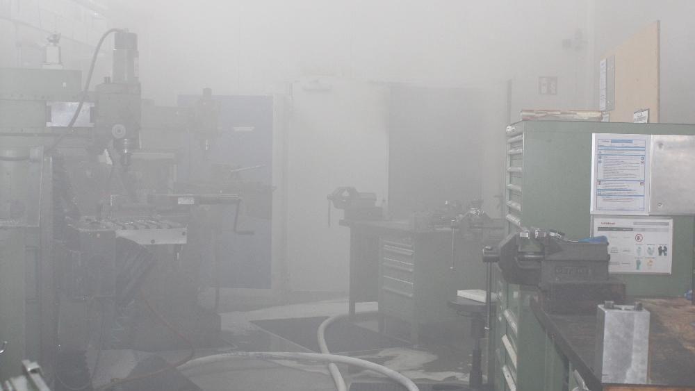 Durch den Brand entstand starke Rauchentwicklung in den Räumen der Schlosserei