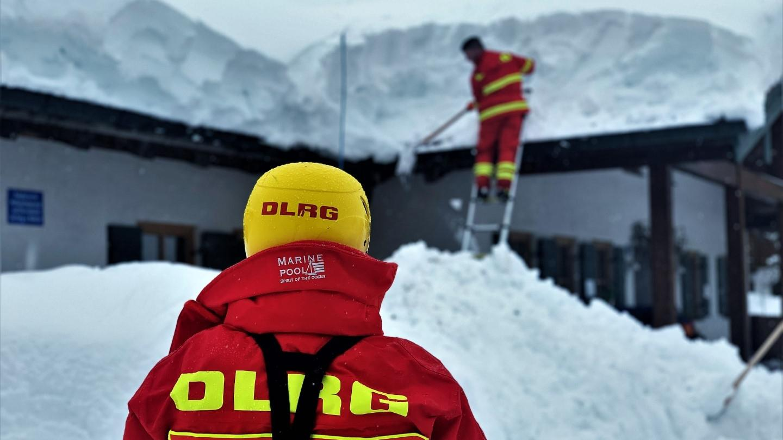 Helfer der DLRG beim Einsatz in Traunstein