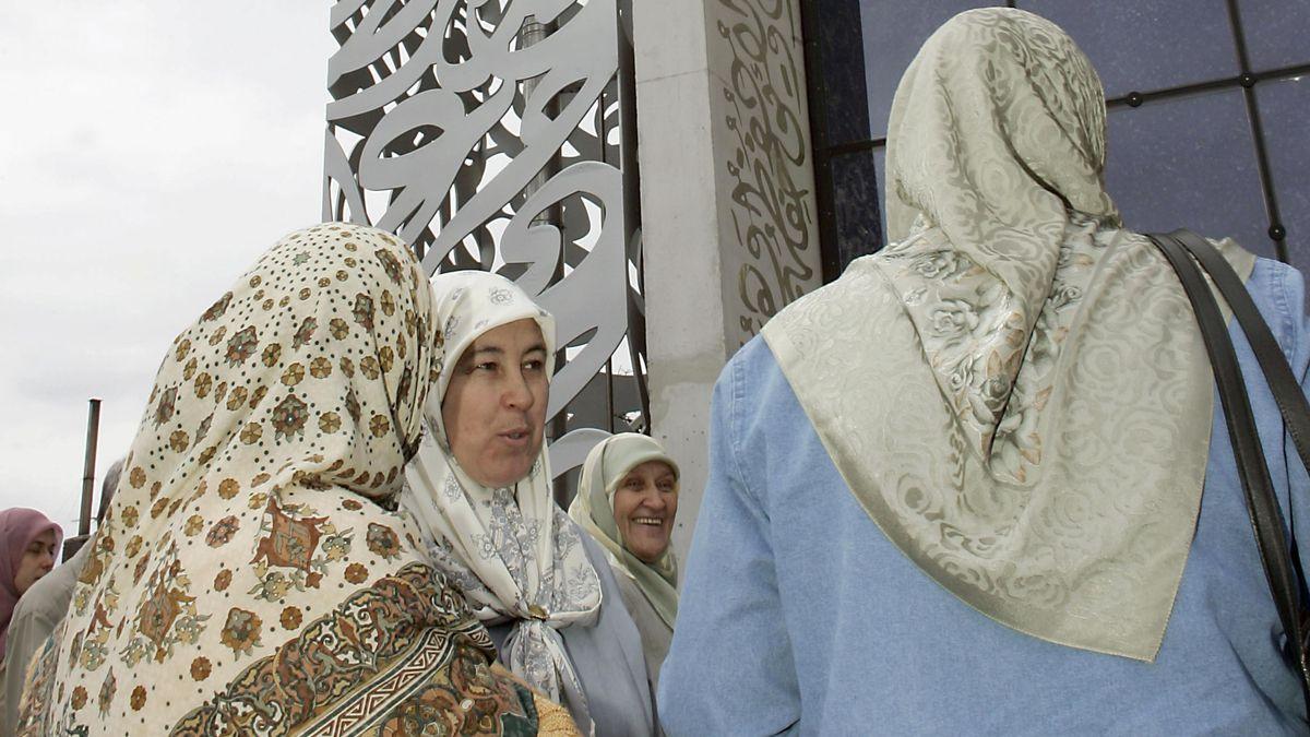 Muslimische Frauen vor der Moschee Islamisches Forum Penzberg