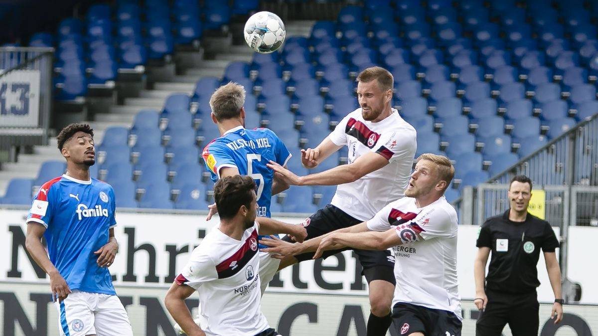 Spielszene Holstein Kiel gegen 1. FC Nürnberg