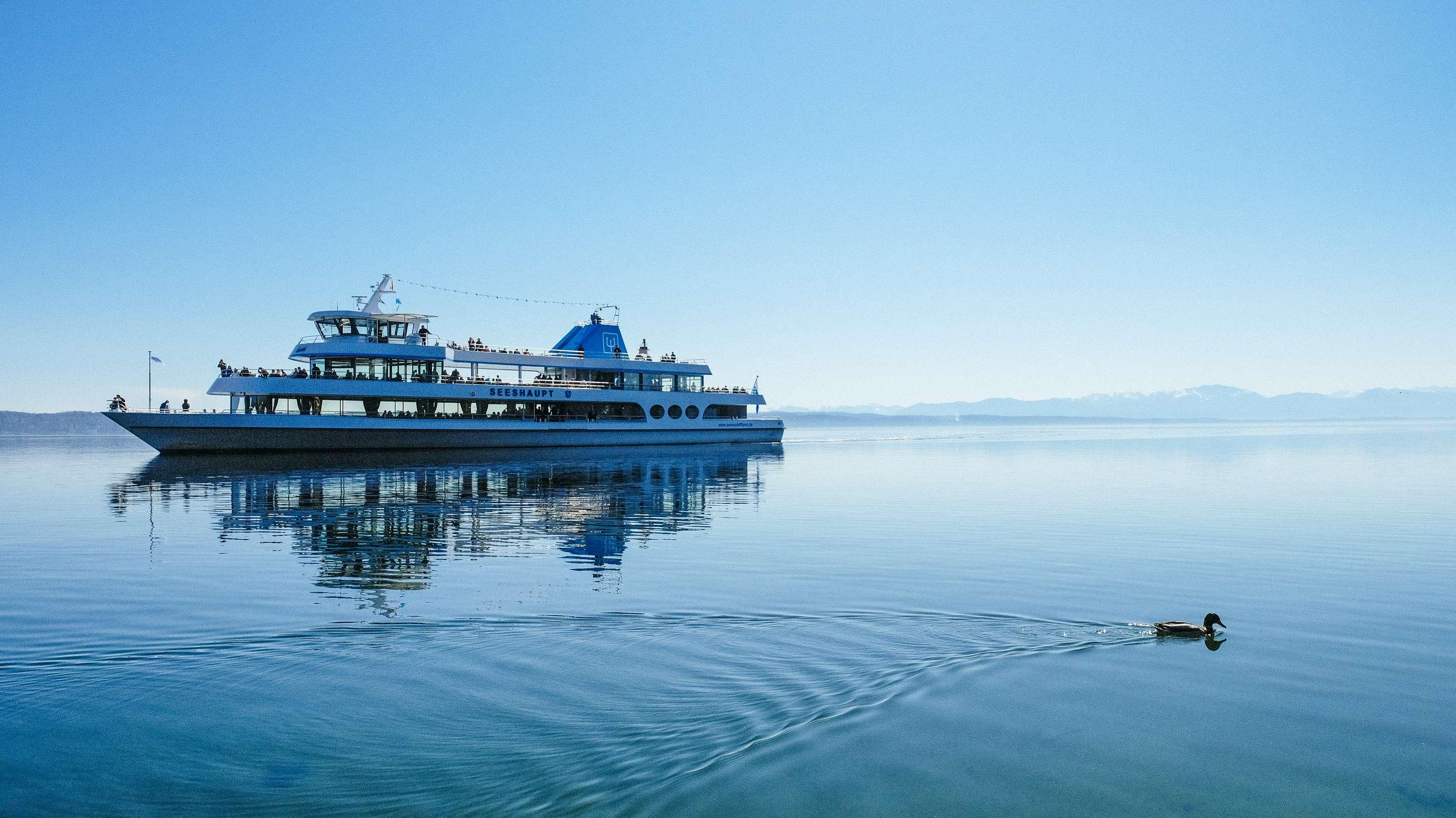 """Ausflugsschiff """"Seeshaupt"""" auf dem Starnberger See"""