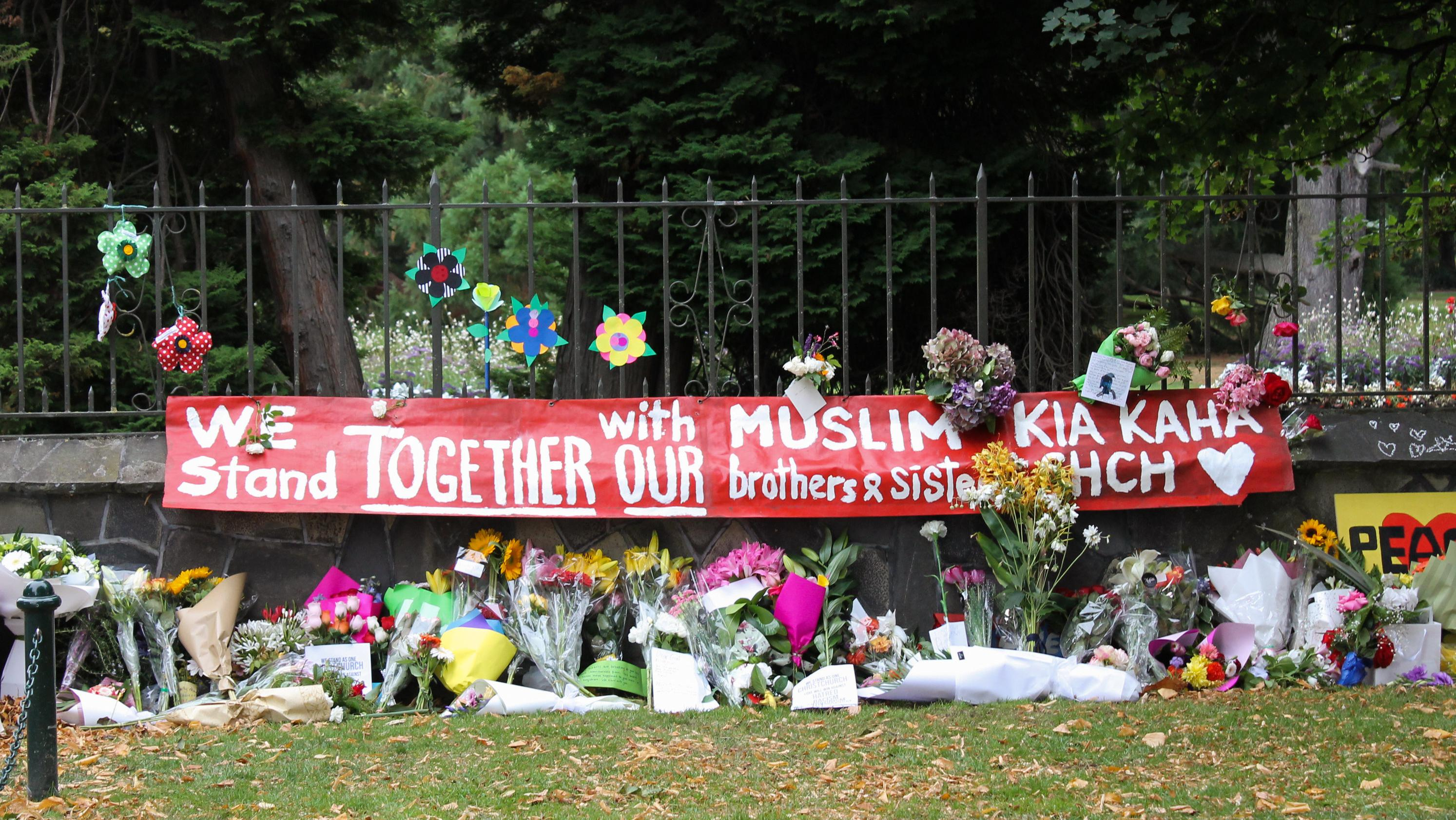 Nur etwa 50000 der 4,8 Millionen Neuseeländer sind Muslime, doch die Trauer ist allgemein. Die Botschaft hier: Wir stehen zusammen.