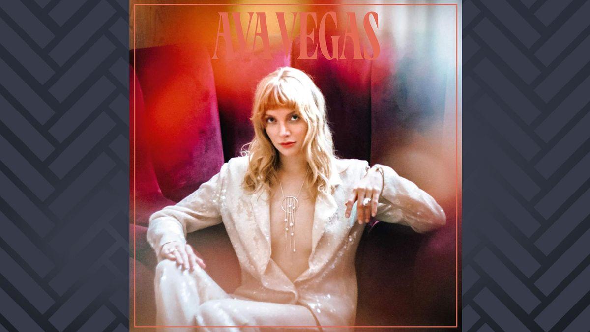 CD-Cover Ava Vegas: Fotografie einer jungen Frau in weißem Glitzeranzug mit weit geöffnetem Ausschnitt