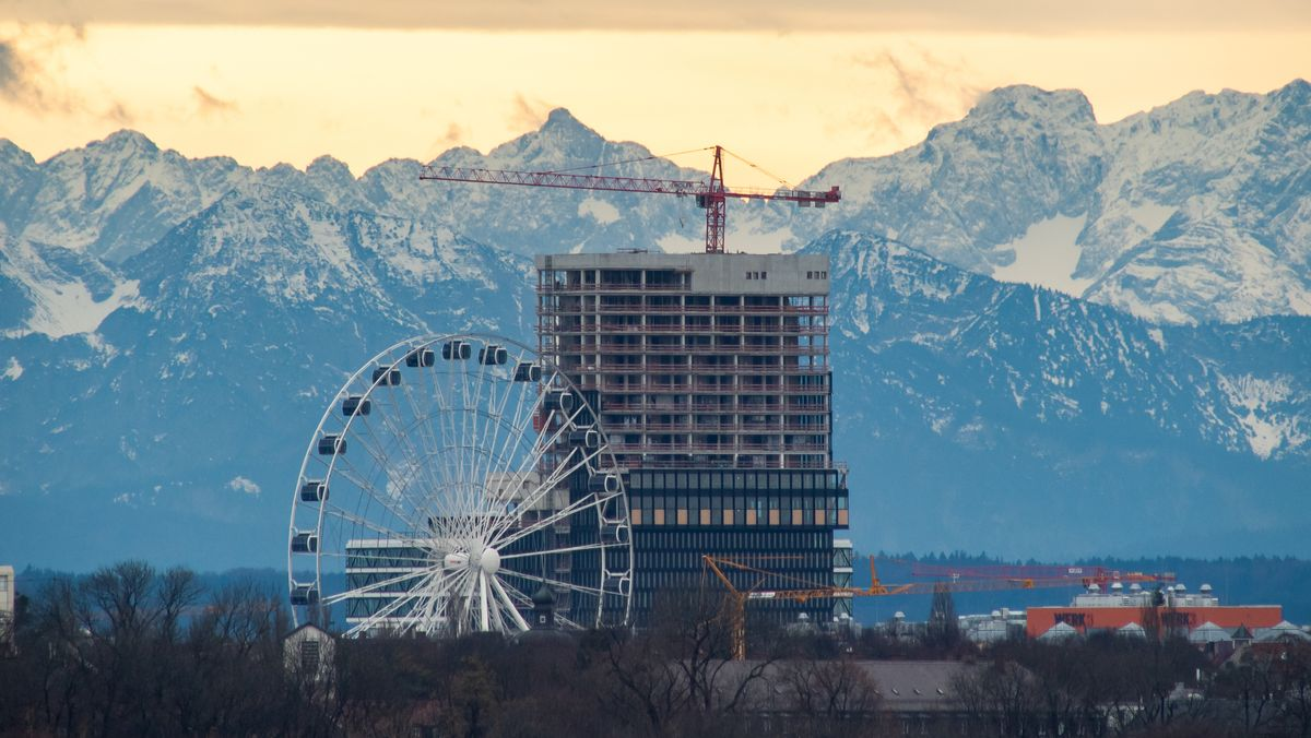 Münchner Silhouette vor Alpenpanorama