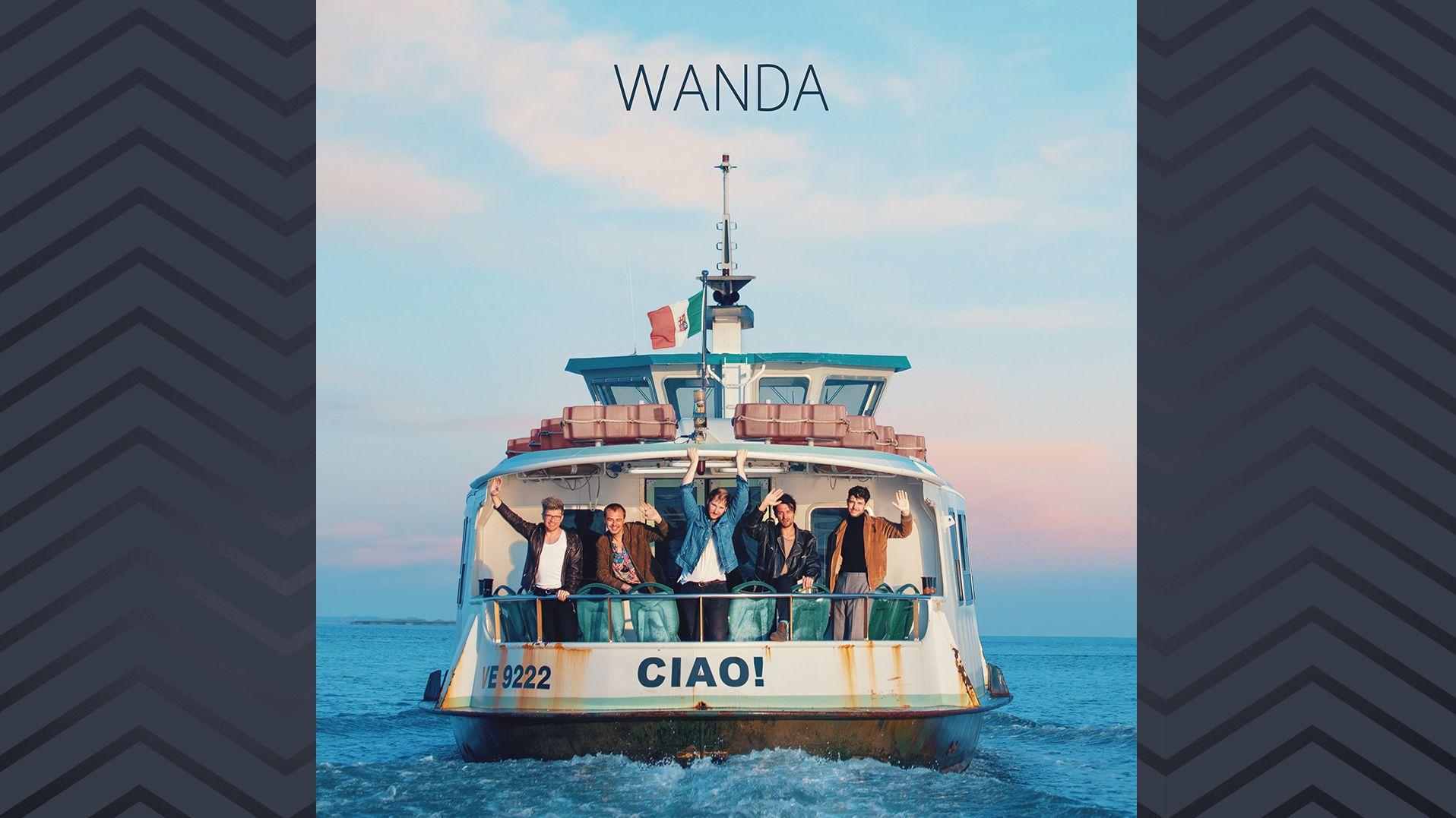 """Cover von """"Ciao!"""": Die Band Wanda winkt zum Abschied auf einem Schiff"""
