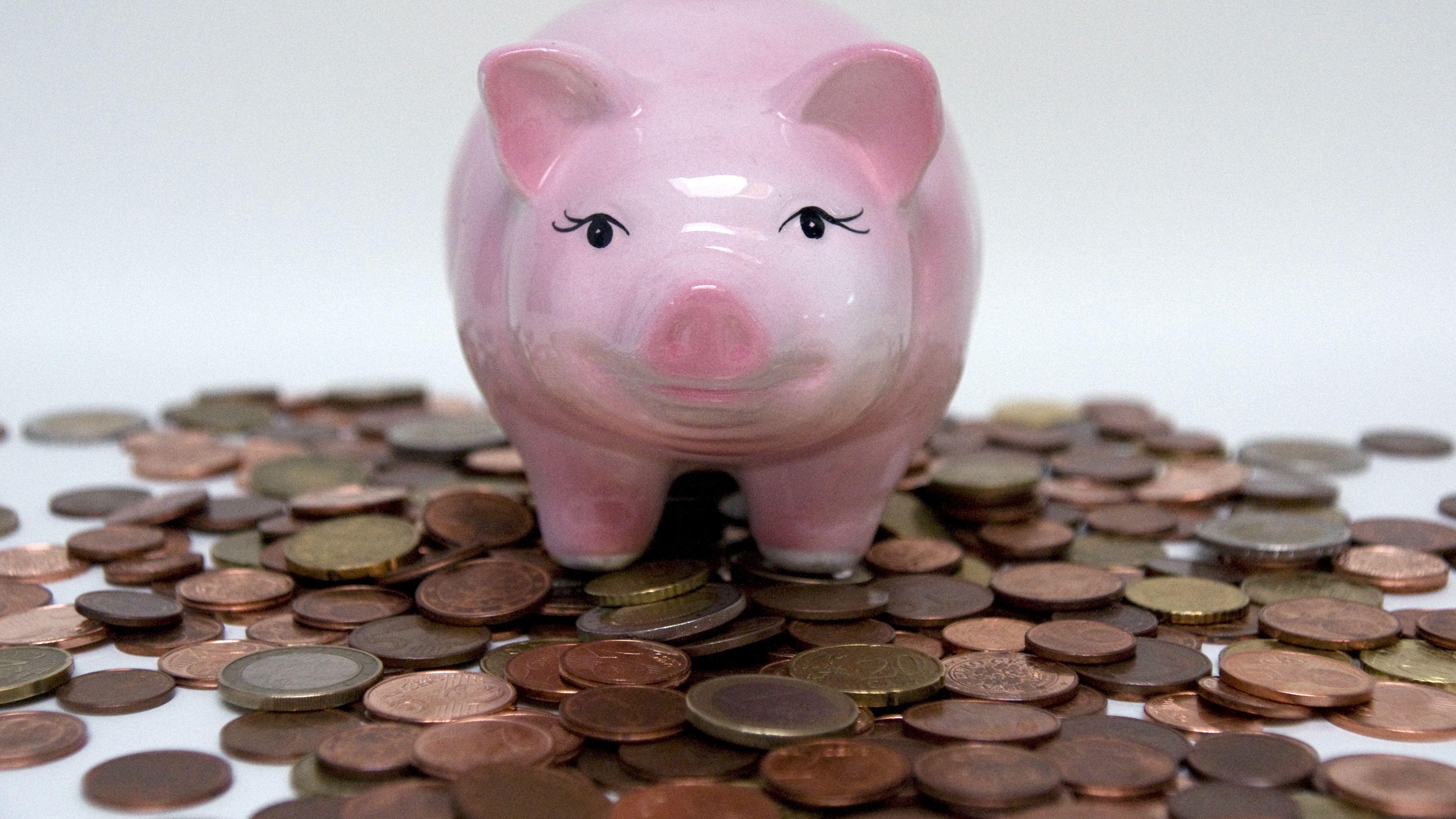 Sparschwein mit Geldmünzen