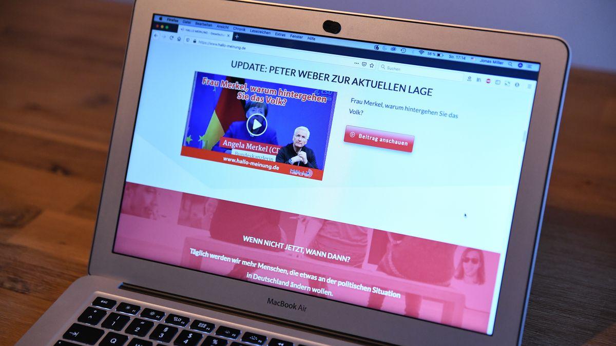 """Der Blog """"Hallo Meinung"""" auf dem Bildschirm eines Laptops."""