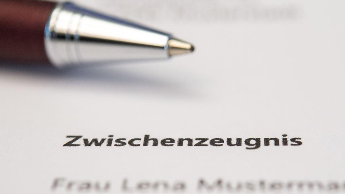 Heute bekommen bayerische Schülerinnen und Schüler die Zwischenzeugnisse