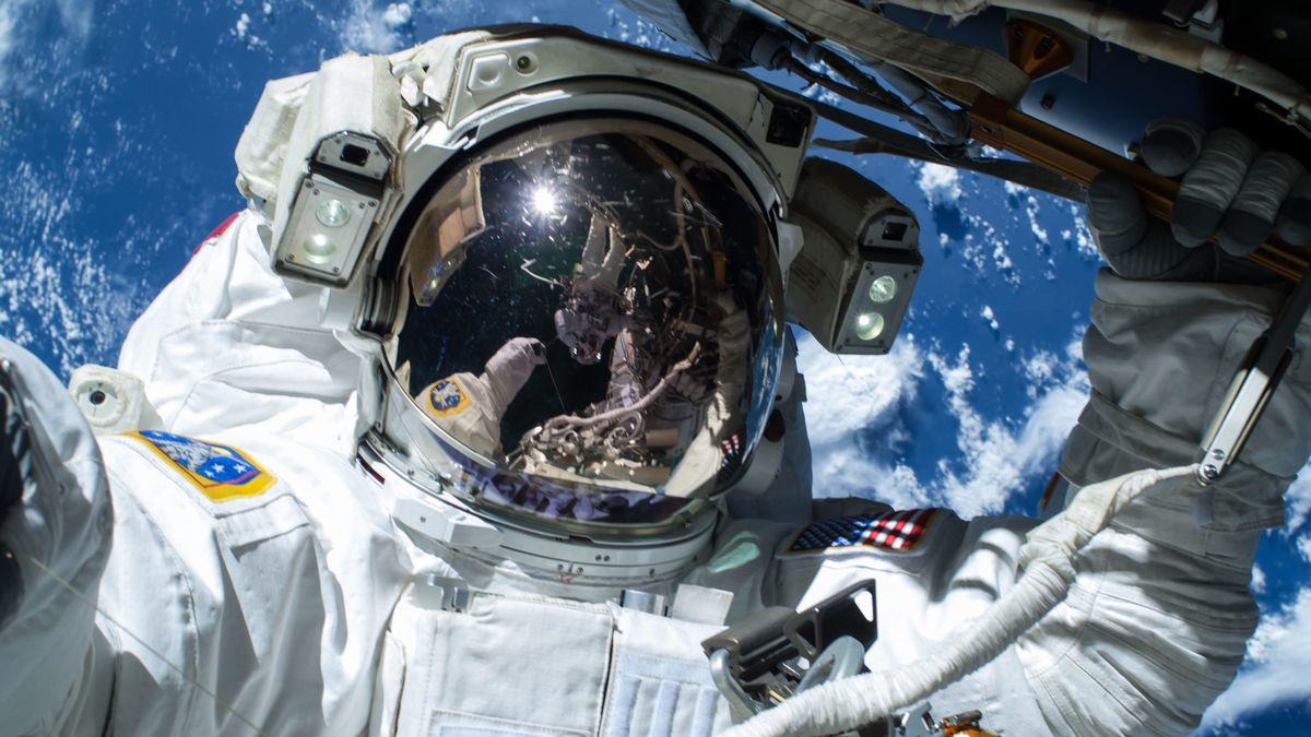 Astronaut bei Außeneinsatz (Symbolbild)