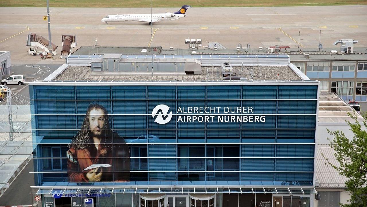 Außenansicht des Flughafens Nürnberg.
