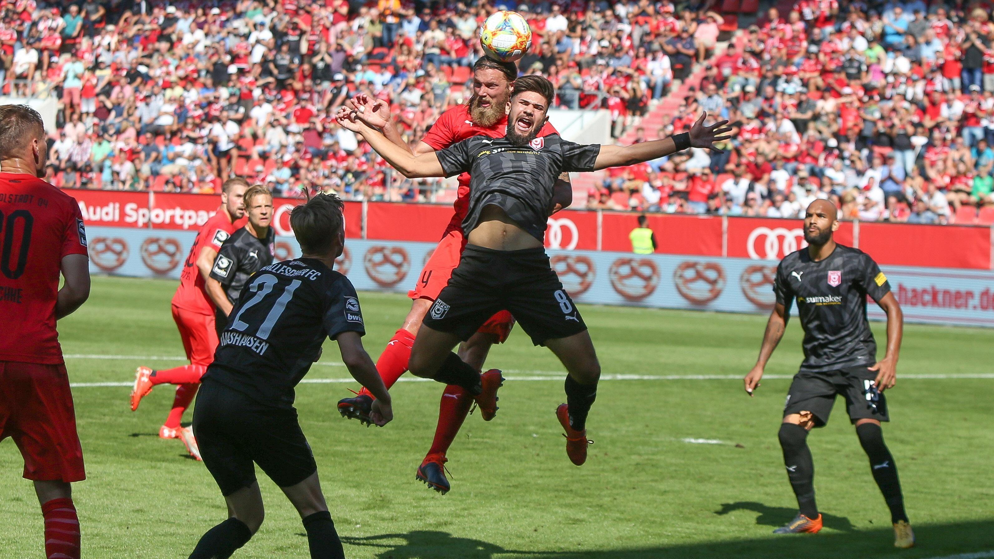 Spielszene FC Ingolstadt - Hallescher FC