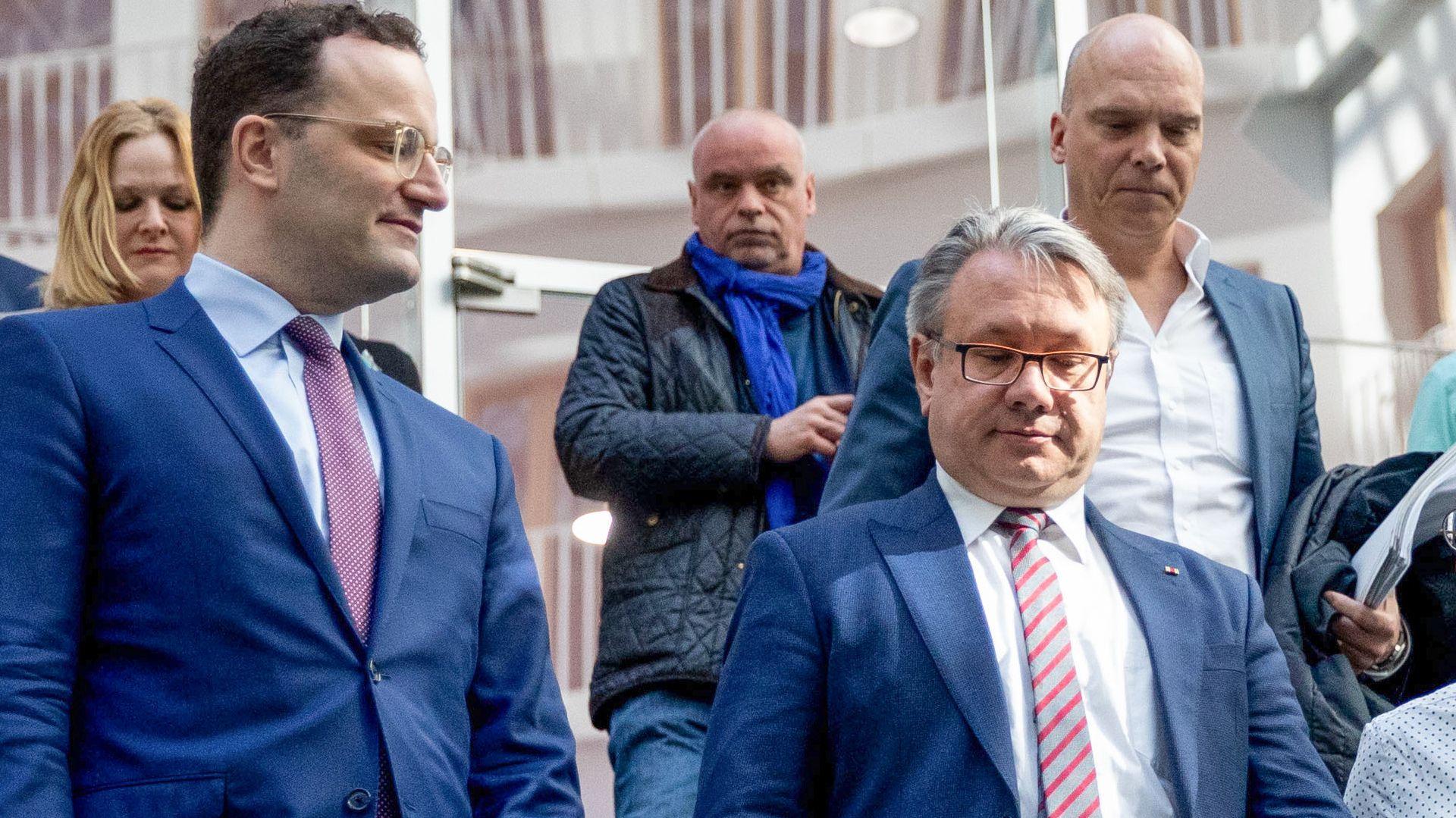 Jens Spahn (l.) und Georg Nüsslein (rechts vorne) bei einem Termin im April 2019