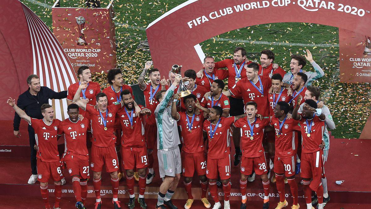 Der FC Bayern München feiert den Triumph bei der Klub-WM in Katar