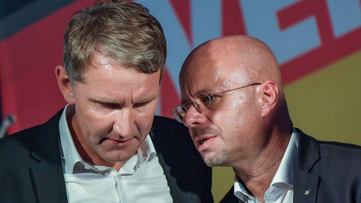 Die AfD-Flügel-Politiker Björn Höcke und Andreas Kalbitz beim Wahlkampfabschluss in Brandenburg 2019.