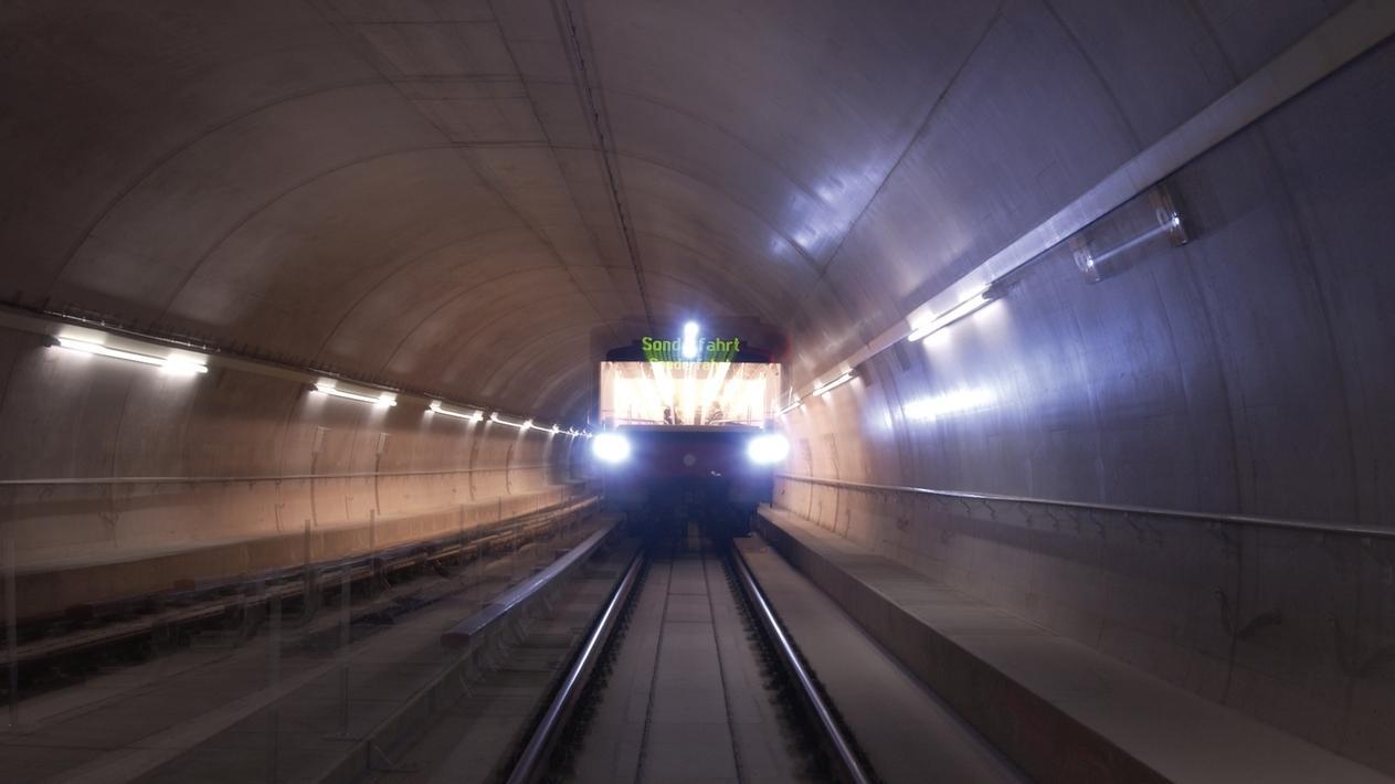 Fahrerlose U-Bahn in Tunnel in Nürnberg