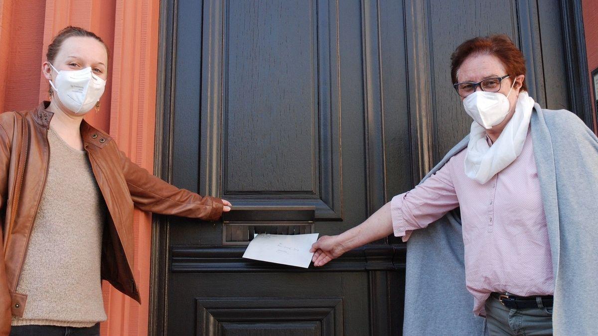 Sarah Glaisner (links) und Angelika Goj von der Würzburger Ortsgruppe Maria 2.0