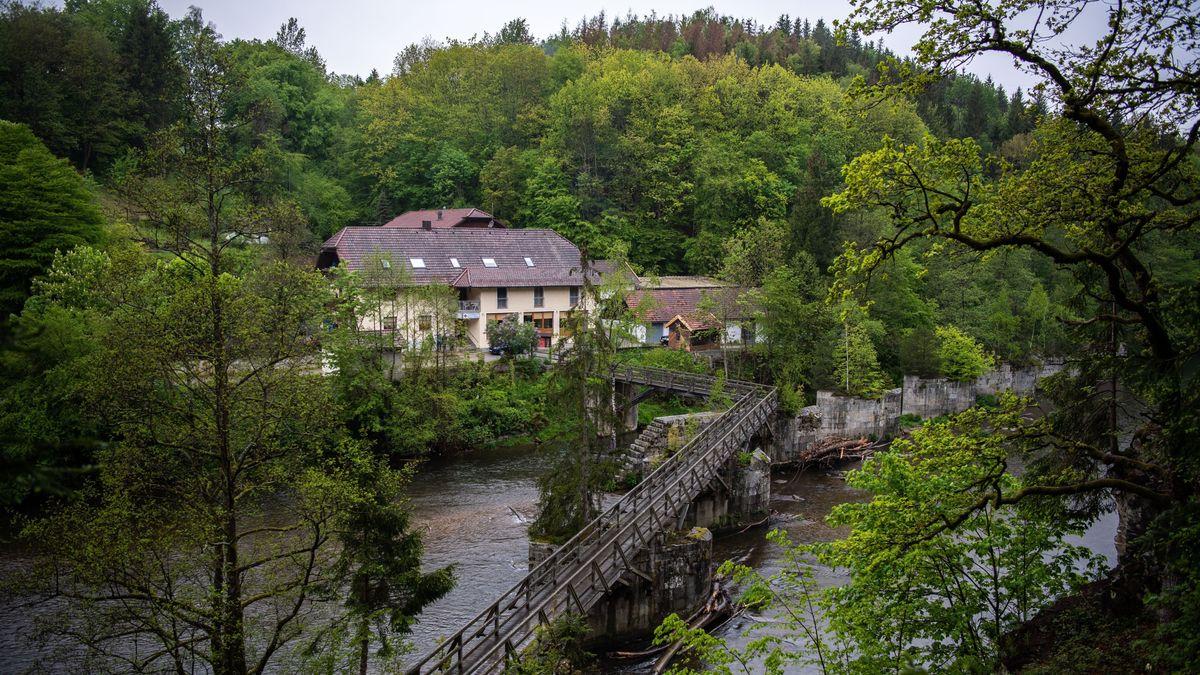 In dieser Pension, am grünen Stadtrand von Passau, geschahen die Armbrust-Morde