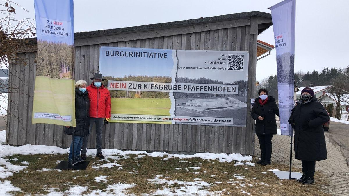 Protest gegen die geplante Kiesgrube in Pfaffenhofen bei Haldenwang.