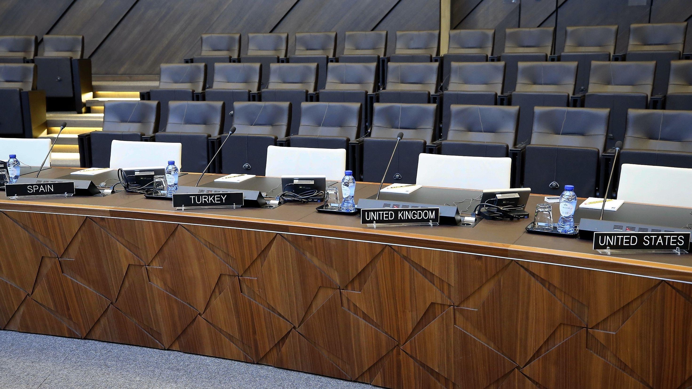 Leerer Konferenzsaal im NATO-Hauptquartier