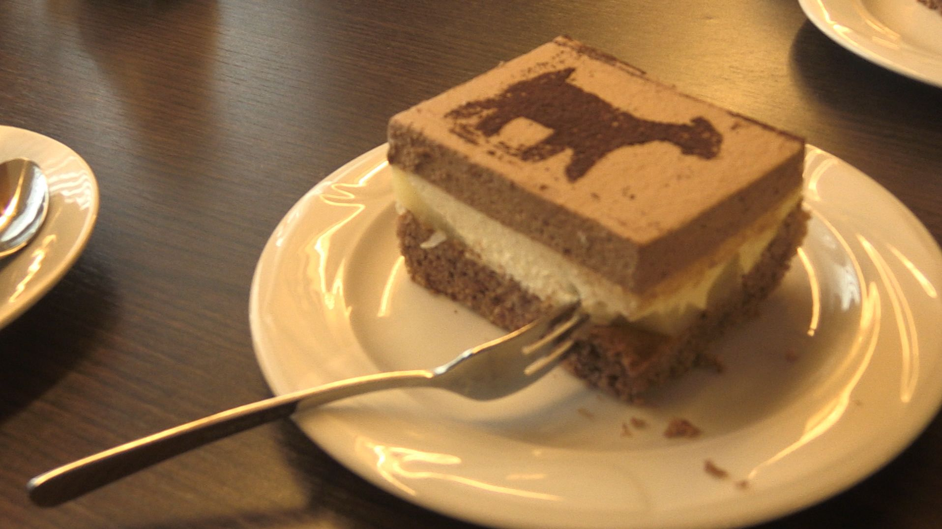 Passend zum Ziegencafé gibt es auch entsprechend verzierten Kuchen