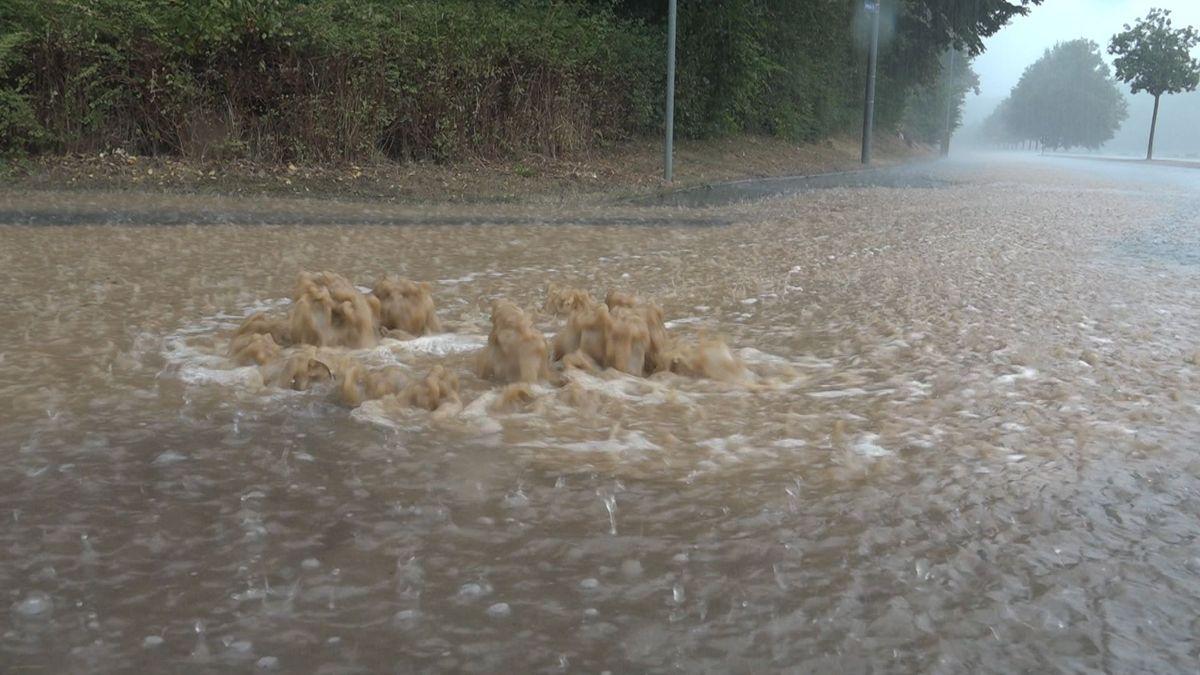 Gullis konnten das viele Wasser nicht mehr aufnehmen und liefen über