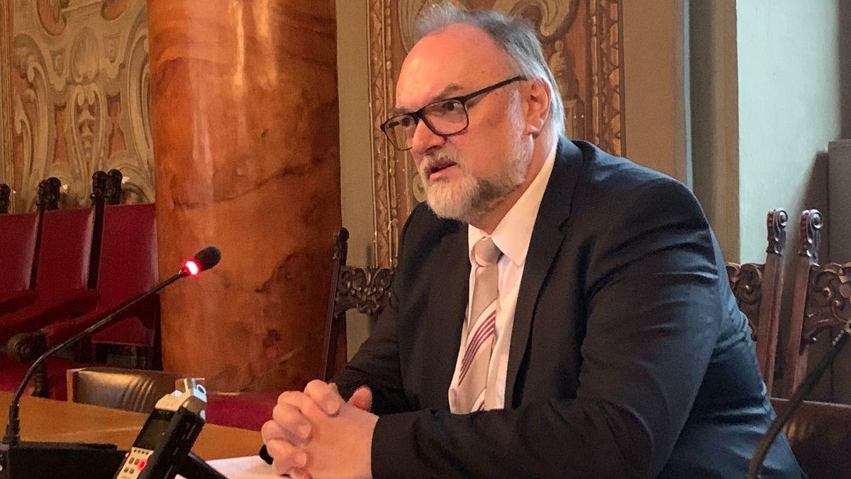 Passauer Oberbürgermeister Jürgen Dupper bei der Pressekonferenz zur Coronakrise
