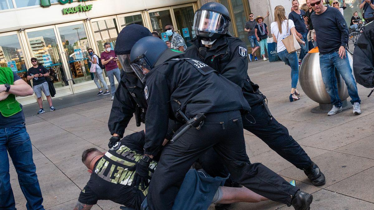 Unruhe bei Berliner Corona-Protesten