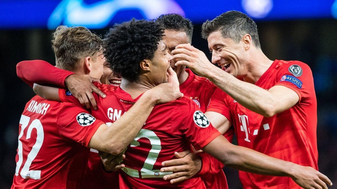 Jubelnde FC-Bayern-Spieler