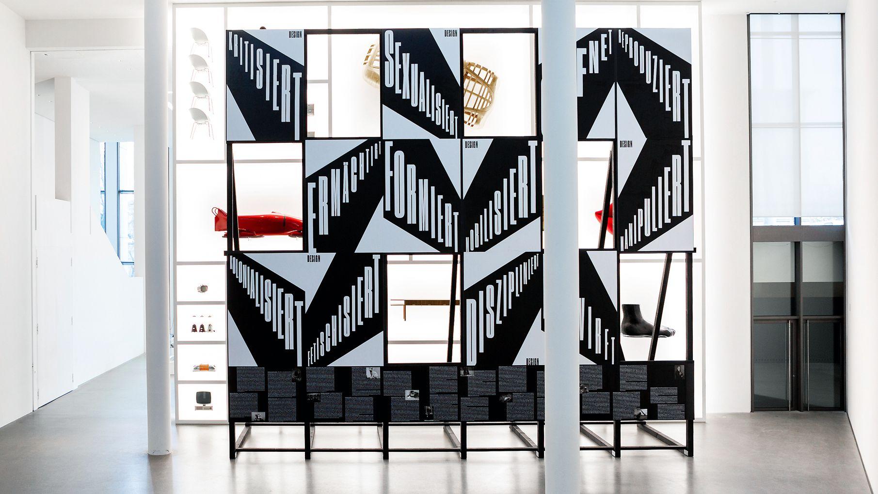 """Ausstellungsansicht """"Politics of Design, Design of Politics"""" in der Neuen Sammlung, München"""