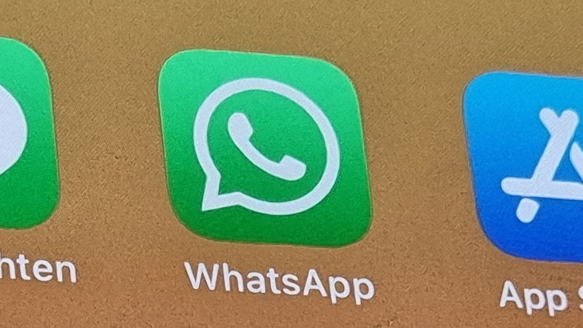 WhattsApp-Logo auf Smartphone-Display
