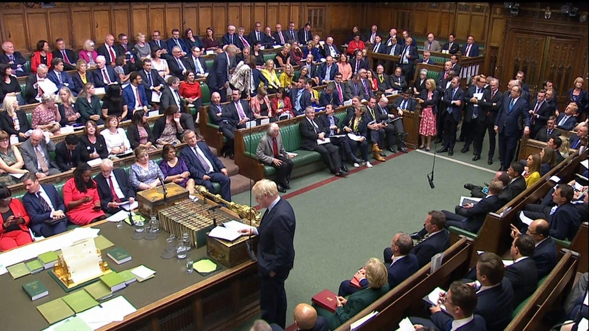 Machtprobe im Unterhaus: Abgeordnete stellen sich gegen Johnson