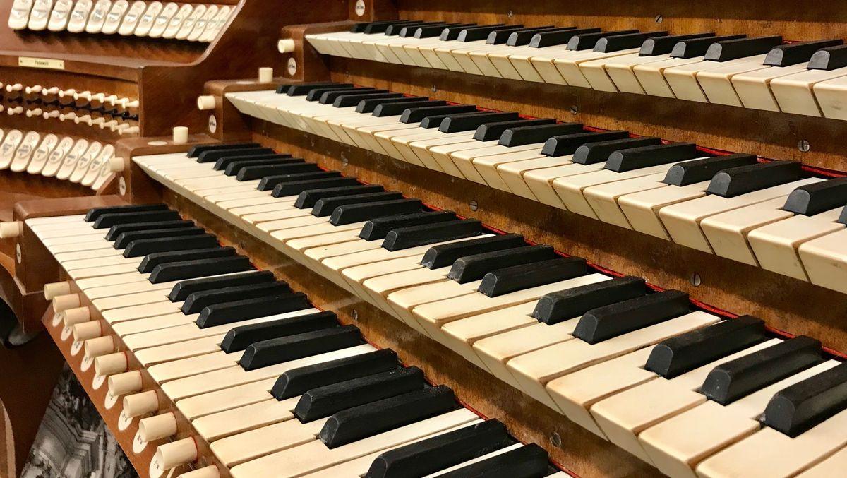 Mehr als 60 Orgeln aus ganz Deutschland stehen im Kultur- und Orgelmuseum Altes Schloss im oberbayerischen Valley