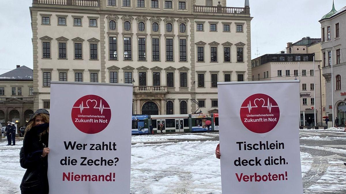 Augsburger Unternehmen machen auf ihre Not aufmerksam.