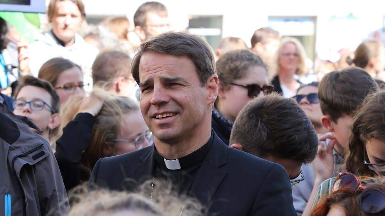 Bischof Stefan Oster aus Passau bei der Fridays for Future Demo.
