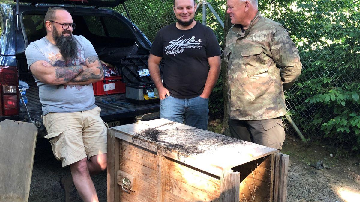 Die Transportbox aus Holz steht bereit