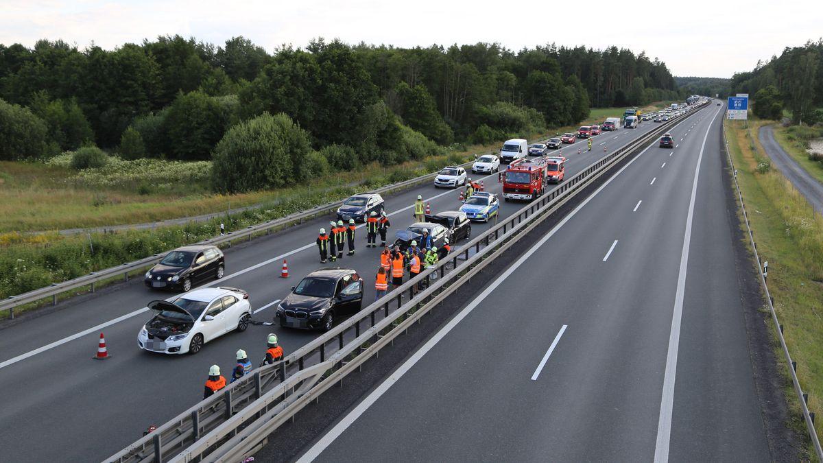 Unfall auf der 93 bei Wiesau - die Autobahn musste komplett gesperrt werden.