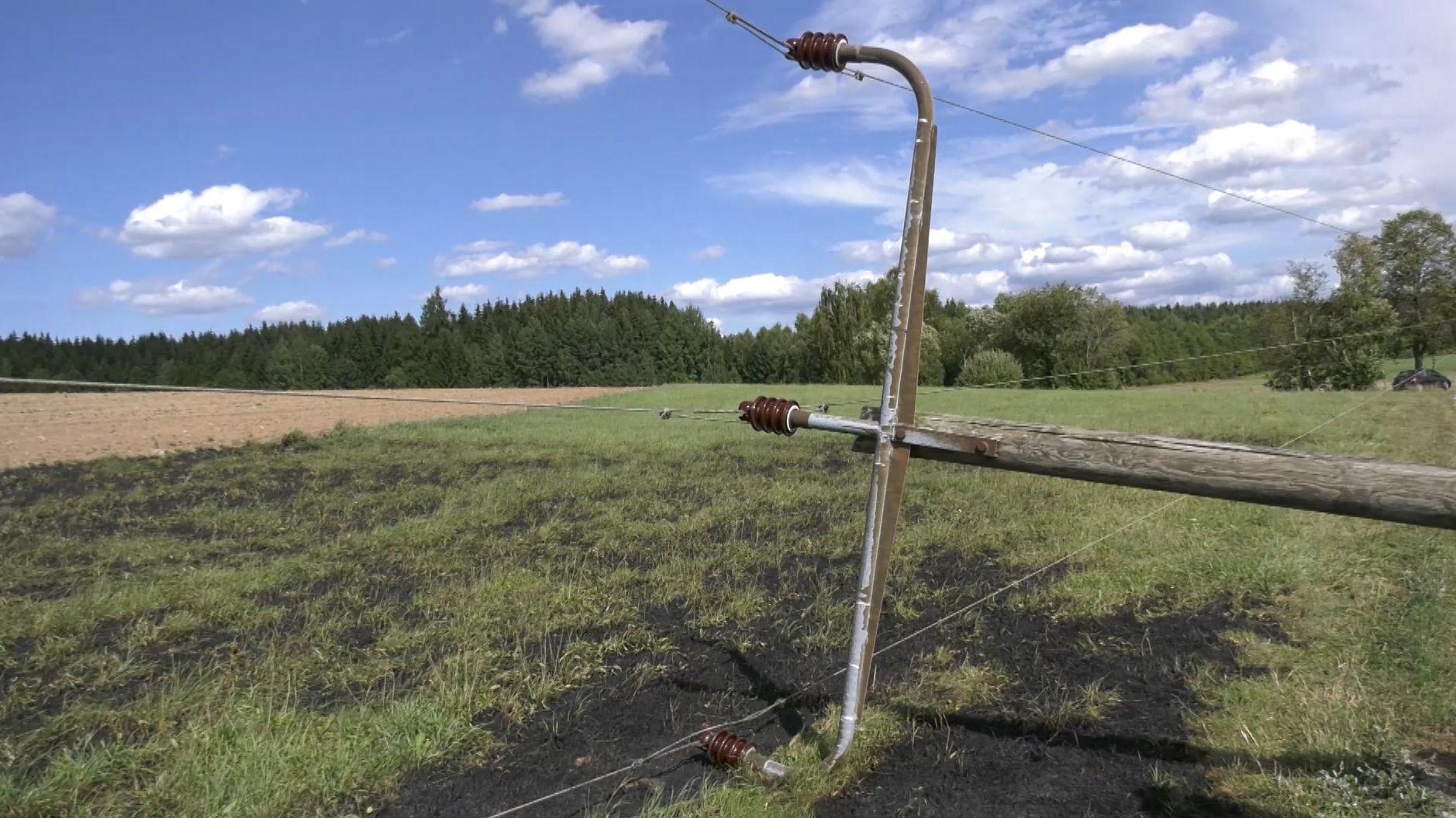 Der Strommasten war im Gemeindegebiet von Reuth bei Erbendorf umgestürzt.