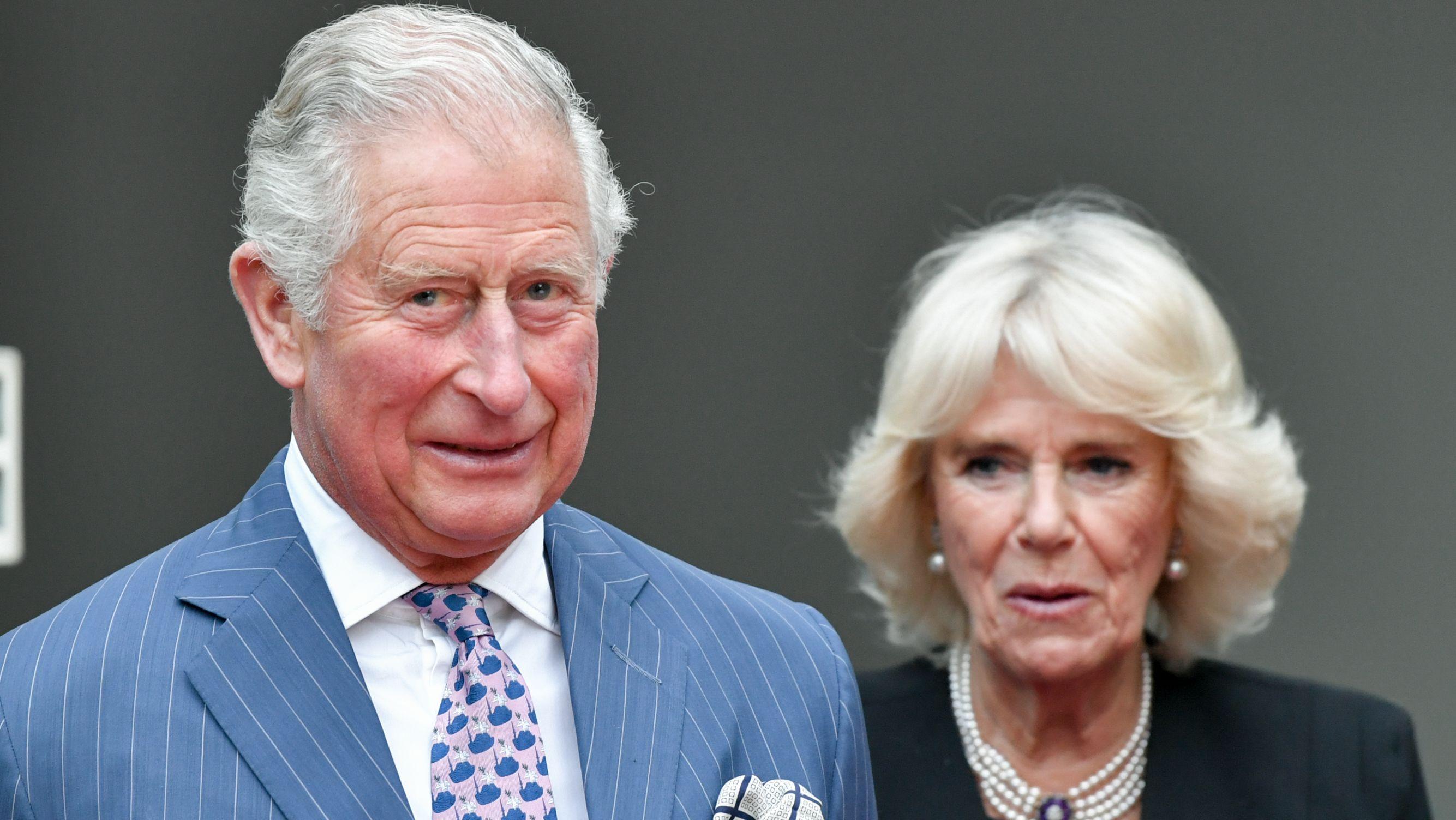 Berlin: Der britische Prinz Charles und seine Frau, Herzogin Camilla, nehmen am 07.05. an der Queen's Birthday Party in der Residenz des Botschafters von Großbritannien teil.