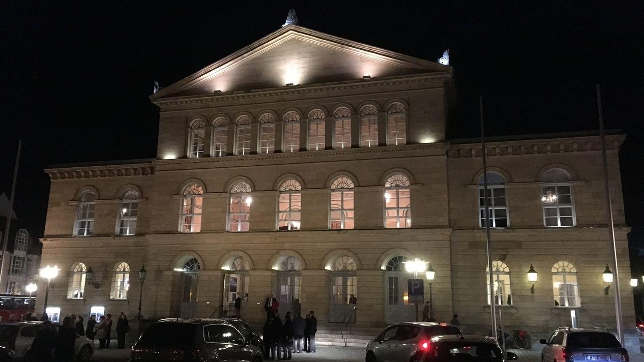 Das Landestheater Coburg bei Nacht