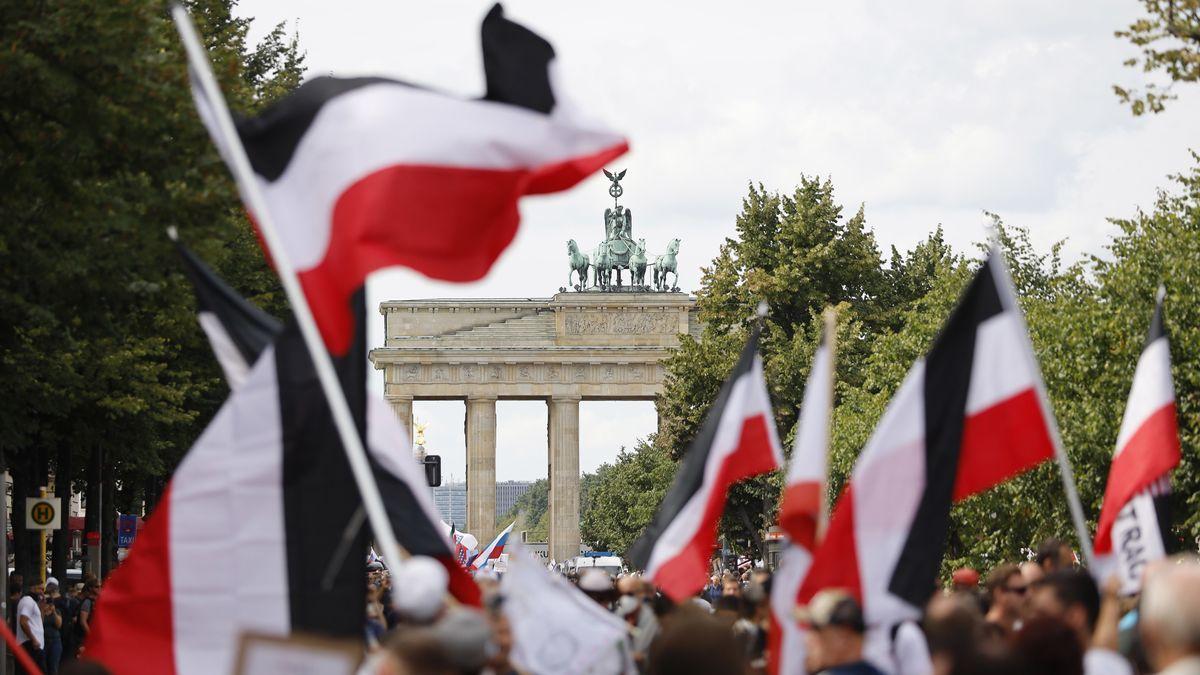 Corona-Demonstrationen in Berlin mit etlichen Reichsfahnen