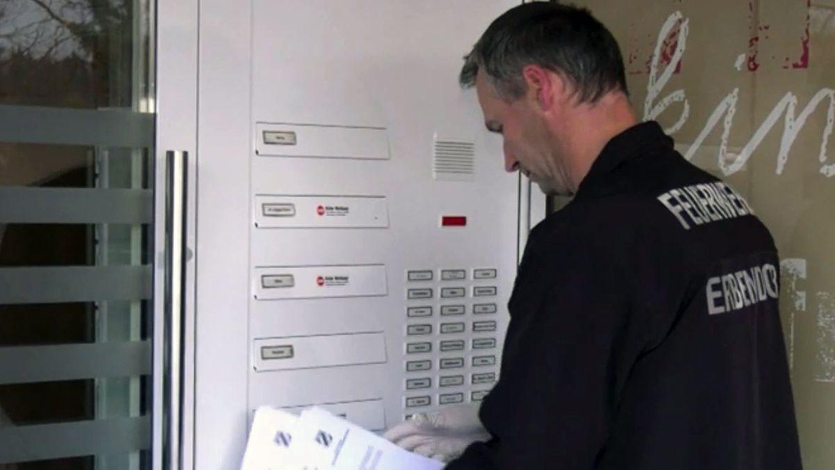 Informationen über die Ausgangssperre in Mitterteich werden verteilt